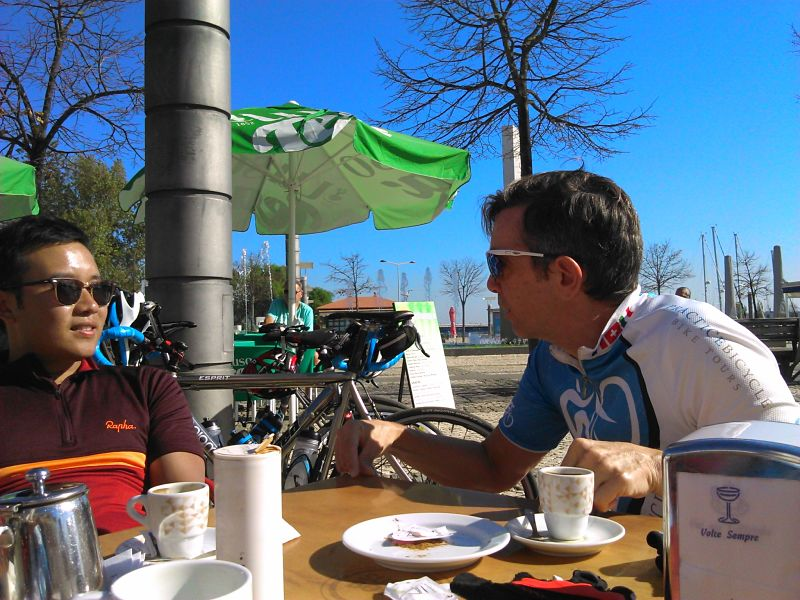 Training for bikes in the sun of Portugal